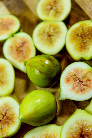 sliced green ripe figs ready to eat Banco de Imagens - 31028578