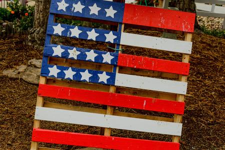 pallette: drapeau am�ricain peint sur une palette de bois