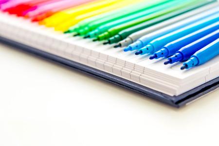 lijn van multi gekleurde markers