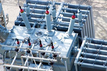 eléctricas de la subestación de potencia, transformadores, aisladores Foto de archivo