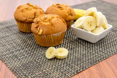 新鮮なバナナとクルミのバナナマフィン ナット