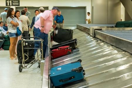 IAH, Houston Intercontinental Airport, Houston, TX, USA - luggage carousel at baggage claim Publikacyjne