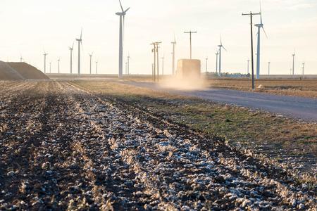 plant gossypium: camion cotone con un carico di cotone durante il raccolto