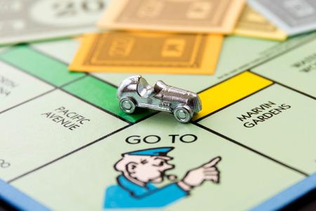 monopolio: 08 de febrero 2015 - Houston, TX, EE.UU.. Coche monopolio de ir a la c�rcel