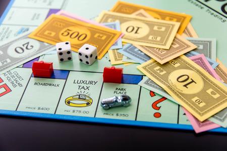 08 de febrero 2015 - Houston, TX, EE.UU.. Tablero de juego Monopoly con el coche en Park Place Editorial