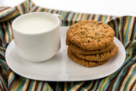 cup of milk and oatmeal raisin cookies Banco de Imagens