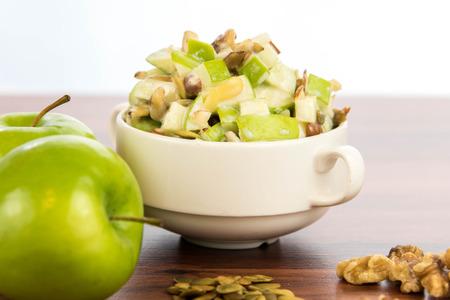 jus de citron: healthy snack: apple salad with almonds, walnuts and pumpkin seeds, condensed milk and lemon juice
