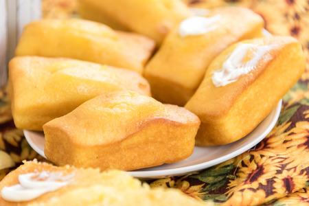 fresh oven baked loaf of cornbread Reklamní fotografie - 38981965