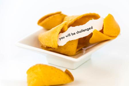 백서의 스트립과 함께 포춘 쿠키를 열어 라. - 당신은 도전받을 것입니다. 스톡 콘텐츠