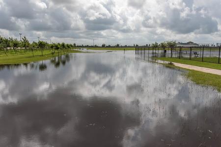 Stehend Hochwasser in Bereichen und Wanderwege Standard-Bild - 40508914