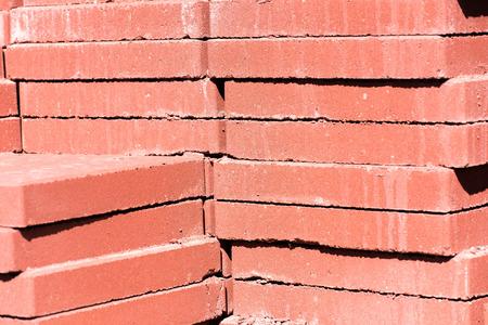 adoquines: materiales de construcci�n al aire libre - adoquines de hormig�n apilados mamposter�a Foto de archivo