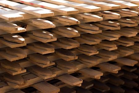 materiales de construcción al aire libre - secciones de cercado de madera Foto de archivo