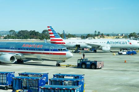 aviones en la rampa de la zona de operaciones en el aeropuerto de San Antonio