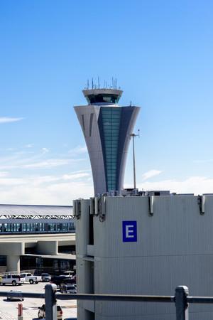 la torre de control del aeropuerto Internacional de San Francisco