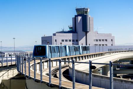Internacional de San Francisco de la torre de control del aeropuerto y el tren