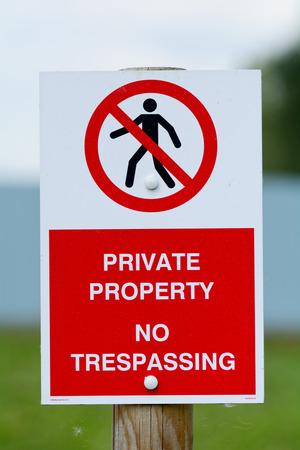 prohibido el paso: Propiedad Privada Prohibido el paso Se�al Foto de archivo