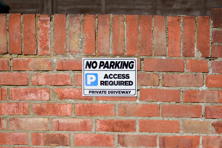 no parking: No Parking sign on wall Stock Photo