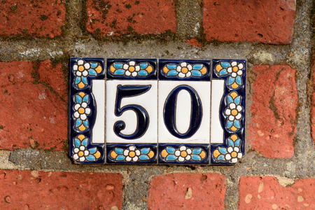 number 50: N�mero de casa 50 azulejos de la flor