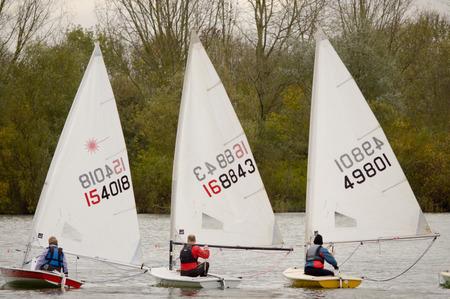 bateau de course: Bedford England 24 Novembre 2013 course Canot Bateau au Priory Marina lac.