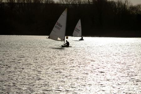 bateau de course: Bedford England 15 Décembre 2013 la course de canot Bateau à Priory Marina lac.