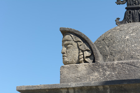 mans: Mans head statue carving on tomb