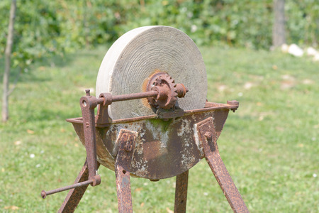 sharpening: Sharpening stone with handle - old and rusty