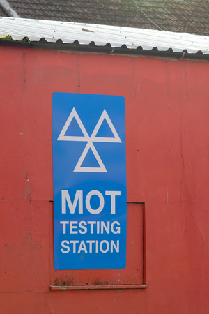 mot: MOT Tetsing Station sign on wall of garage Stock Photo