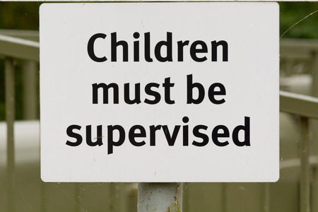 must: Children must be supervised sign Stock Photo