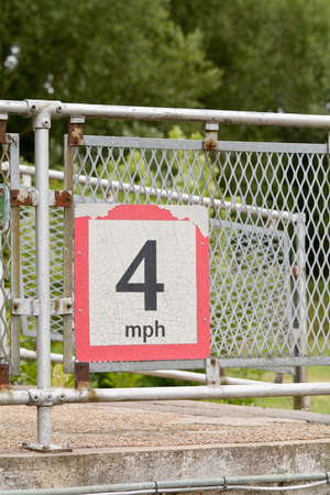 mph: 4 MPH - maximum speed limit sign at canal lock Stock Photo