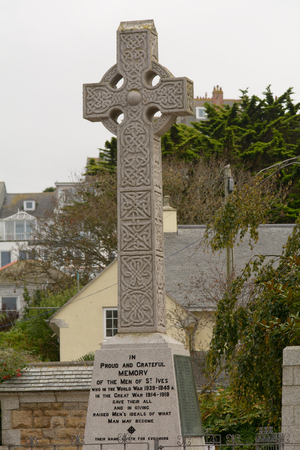 memorial cross: cruz Primera Guerra Mundial Memorial en St Ives, Cornwall, Inglaterra Editorial