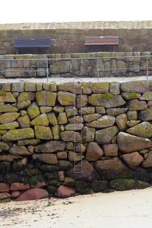 mousehole: Mousehole harbour wall covered in seaweed and stained by sea