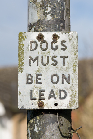 kept: Dogs Must be Kept on Lead sign Stock Photo