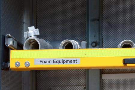 voiture de pompiers: Enroulé hosepipe moteur de feu bleu