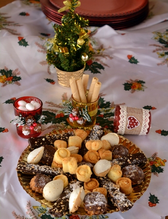 bisquit: Lovely close up image of Christmas cookies on a table