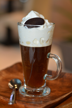 tarde de cafe: Viennese coffee with whipped cream on glass cup.