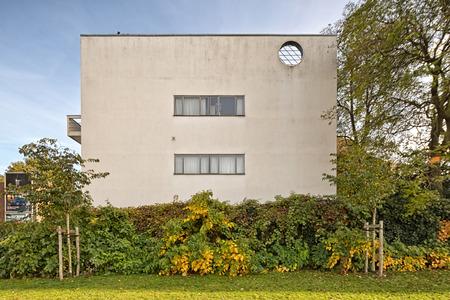 """Anversa, Belgio - Ottobre 2016: Guiette House progettato da Le Corbusier's nel 1926. È un primo e classico esempio dello """"Stile internazionale"""" e costruito nel 1927 come residenza e studio del pittore René Guiette."""