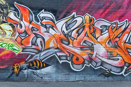 Melbourne, Australien - Februar 2015: Streetart von einem unbekannten Künstler im inneren Vorort von Fitzroy, in der Nähe von Brunswick Street, Ort der besten Street Art außerhalb des Stadtzentrums.