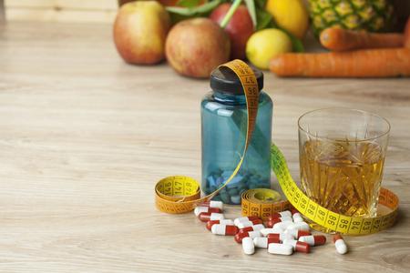 dieet eten appelsap groenten en fruit concept dieet vitamine supplementen supplementen