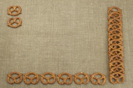 ver television: Crispy wheat straw with salt. Pile of pretzel sticks. Entertainment to watch TV. Foto de archivo