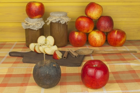 domestic production: Domestic production of apple marmalade and cinnamon. Apple jam on the kitchen table. Processing autumn harvest of apples