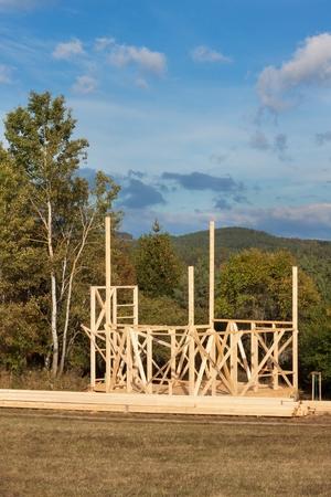 Bau Eines Holzhauses Im Wald. Bau Des Hauses. Ökologische Konstruktion. Bau  Eines Familienhauses