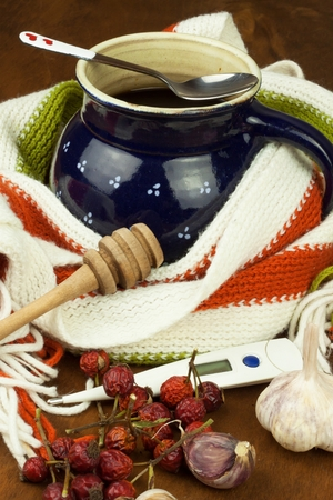 colds: Traditional medicine against colds and flu. Rosehip tea. Treatment of the disease.