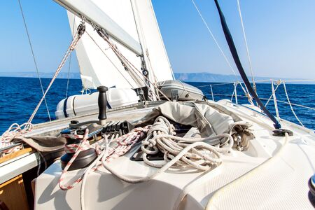 Sailboat Winch and Rope Yacht detail. Yachting. Sailing on the sea. Close Up on yacht cord crank, yachting sport, sailboat detail, summer vacation concept Standard-Bild