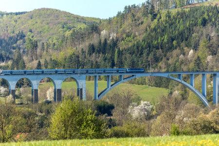 Railway bridge in spring in the Czech Republic of the village Dolni Loucky. Train transport. Spring morning in the countryside. Standard-Bild