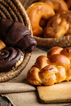 crus: Christmas cake and sweet pastries in basket, background for bakery or market Stock Photo