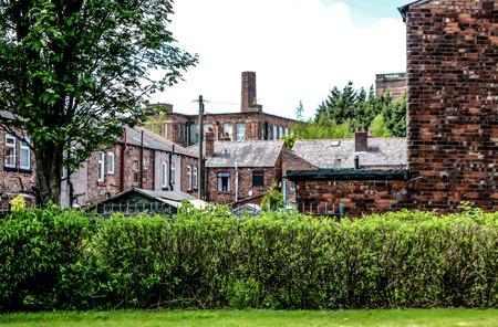 Het uitzicht over de oude rode rijtjeshuizen en katoenfabrieken. Redactioneel