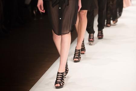 models posing: Show de moda