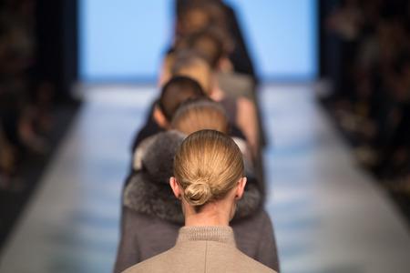 thời trang: buổi trình diễn thời trang