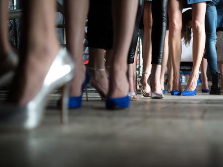 Desfile de moda Entre bastidores Foto de archivo - 41499328