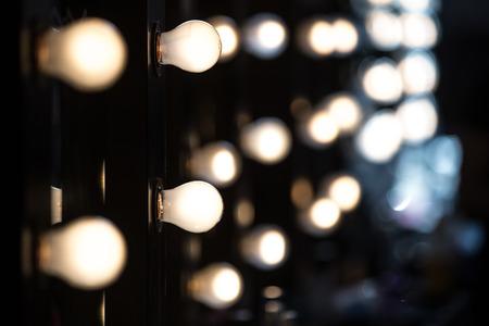 時尚: 化妝師鏡與燈泡 版權商用圖片